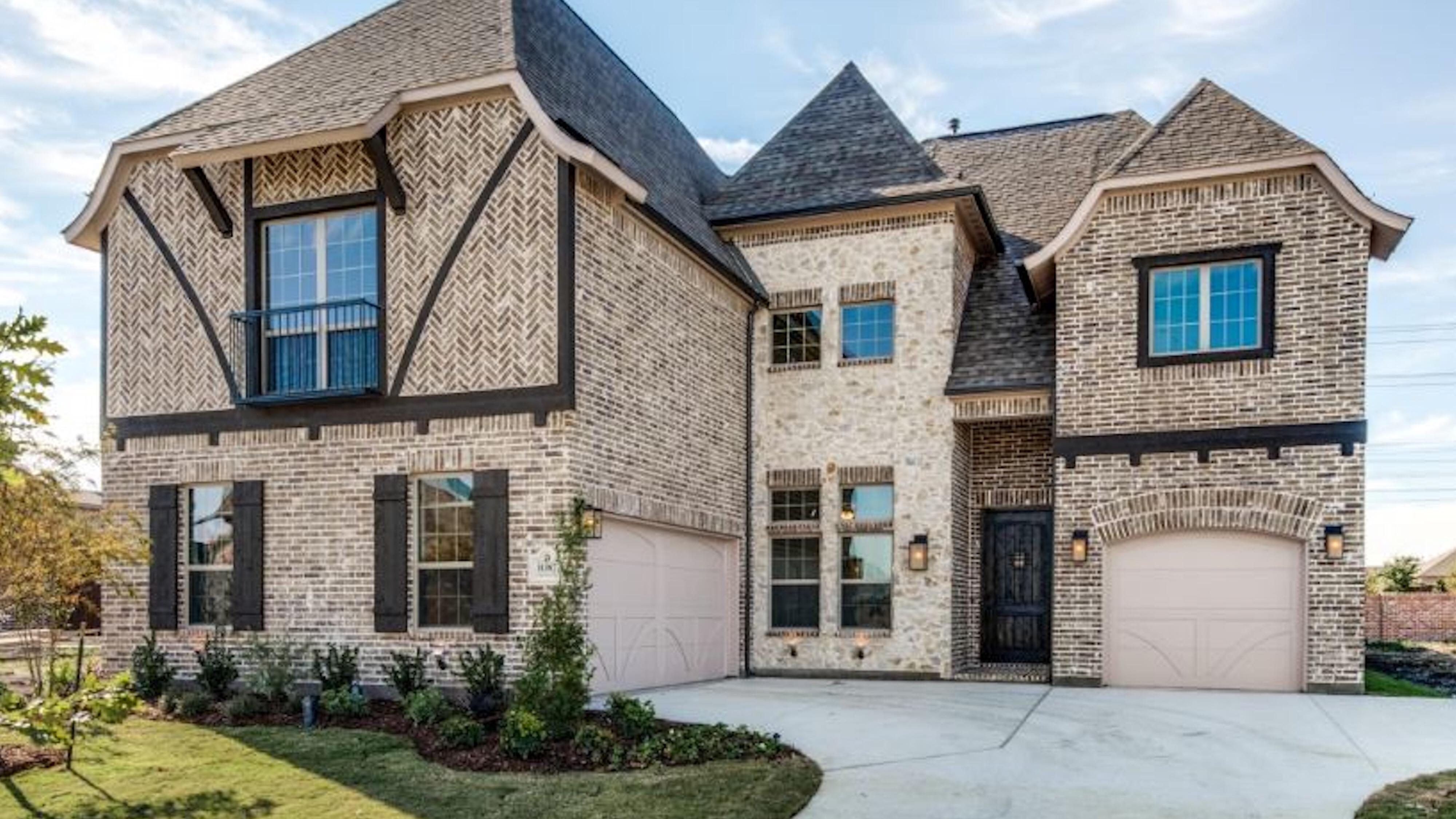 Reduced 50k Expansive Ranch Home With 5 Car Garage: Stonelake Estates